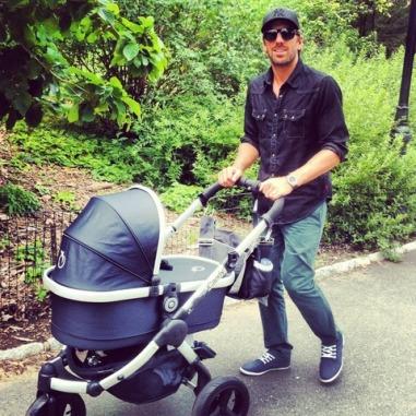 Henrik Lundqvist, Dilf svedese a spasso col baby