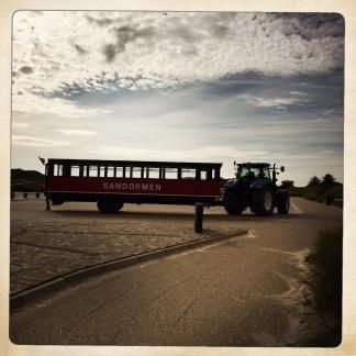 Sandormen, il bus trainato dal trattore che ti porta nella punta più a Nord